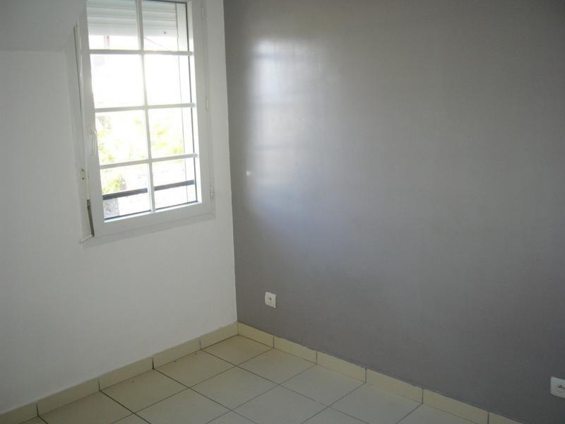 Rental apartment Ste clotilde 602€ CC - Picture 5