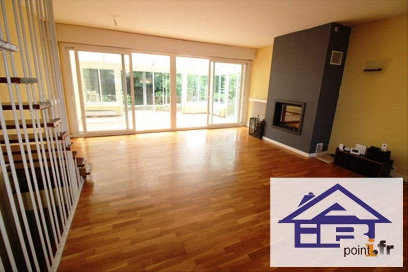 Sale house / villa Pecq 565000€ - Picture 1
