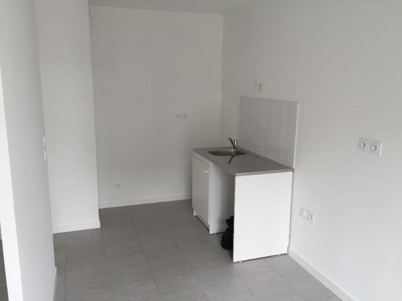 Rental apartment Villeurbanne 859€ CC - Picture 3