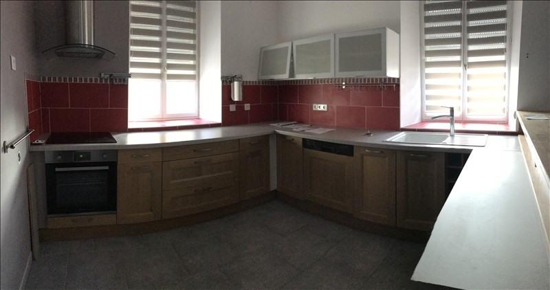 Rental house / villa Montereau fault yonne 879€ CC - Picture 1