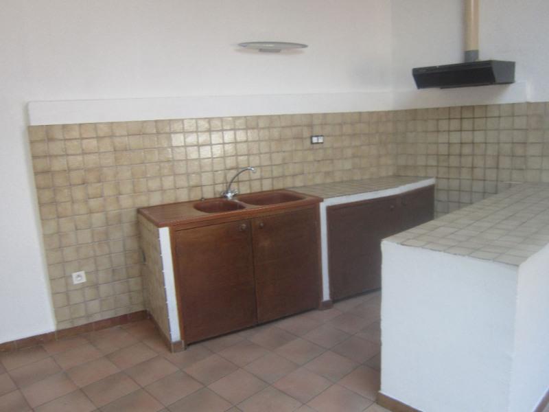 Rental apartment Lambesc 610€ CC - Picture 3