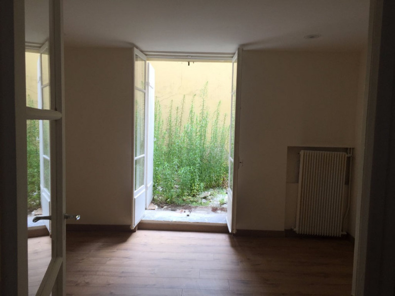 Location local commercial Versailles 975€ CC - Photo 4