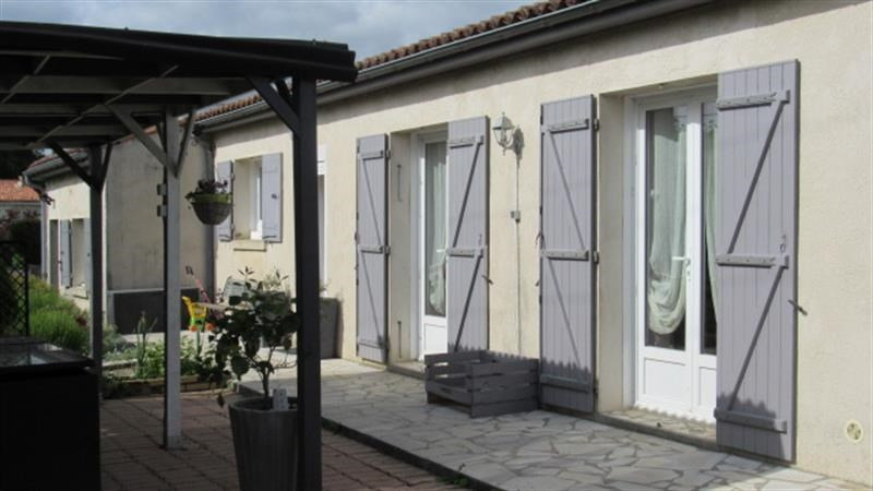 Sale house / villa Saint-jean-d'angély 164 300€ - Picture 1