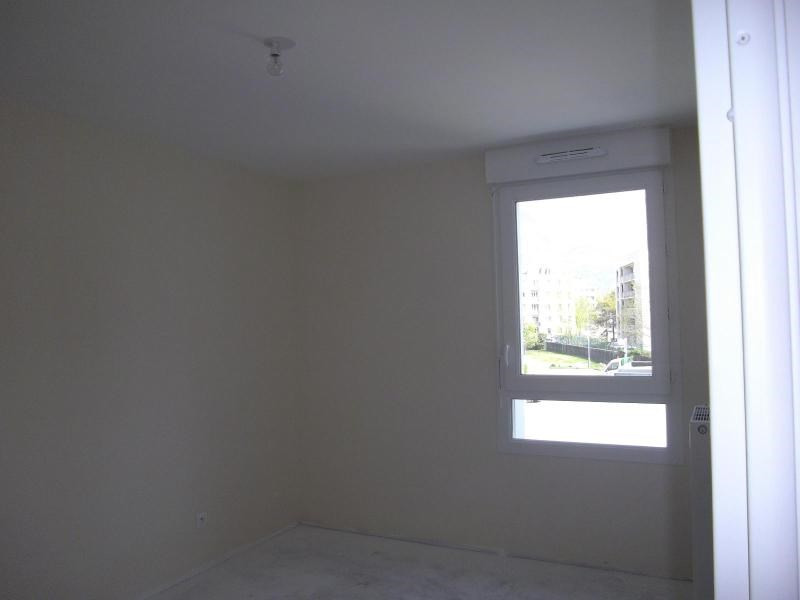Location appartement Saint martin d'heres 781€ CC - Photo 4