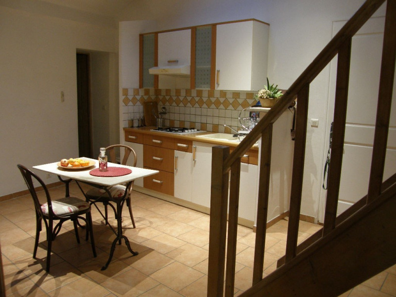 Rental apartment Lambesc 750€ CC - Picture 6