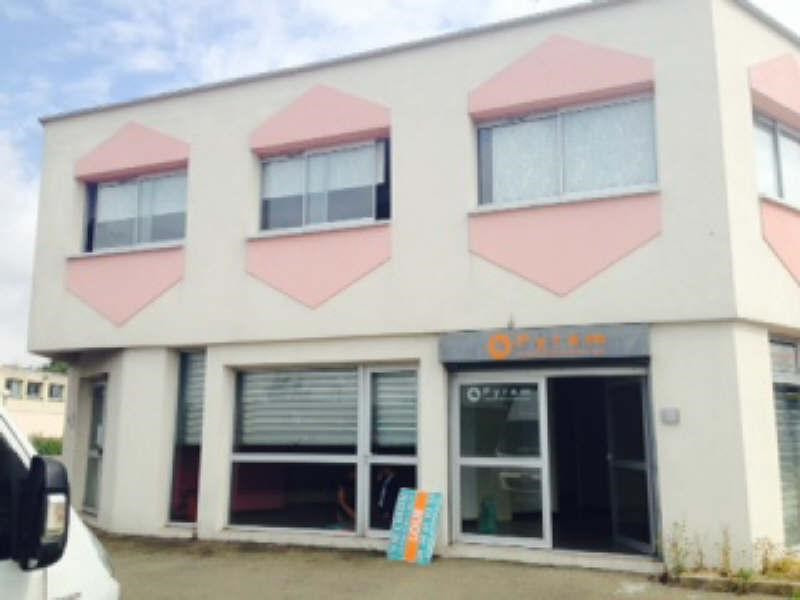 Rental office Coignieres 750€ CC - Picture 1