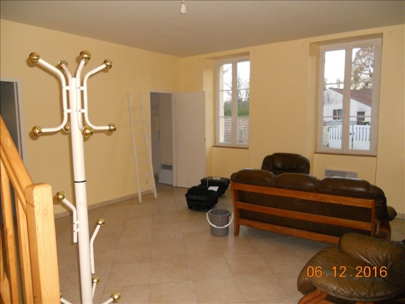 Rental house / villa St savin 637€ CC - Picture 3