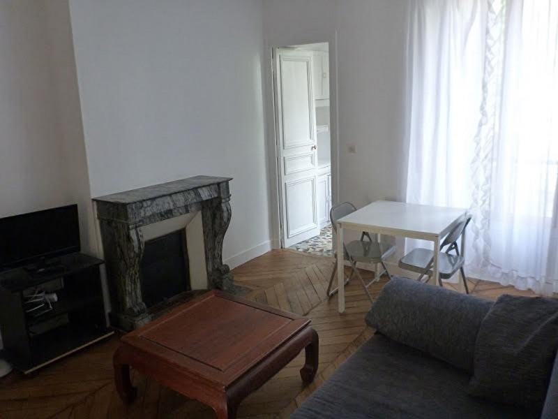 Rental apartment Paris 15ème 1 166€ CC - Picture 1