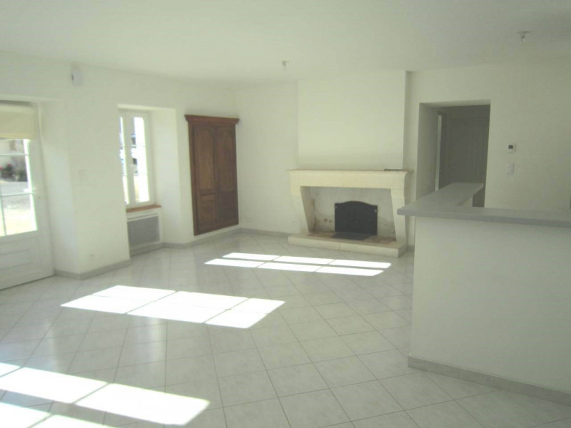 Rental house / villa Burie 478€ CC - Picture 2