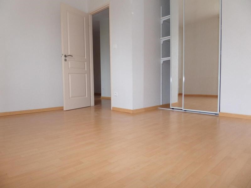 Location maison / villa St julien 896€ CC - Photo 8
