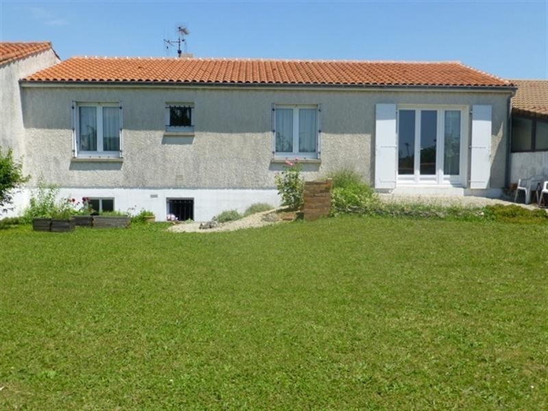 Sale house / villa St jean d angely 167000€ - Picture 1