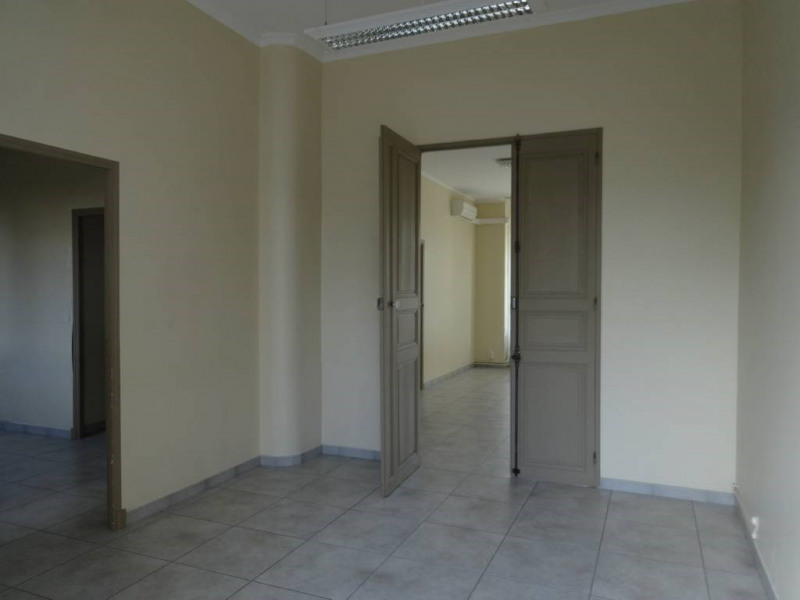 Location local commercial Avignon 1 100€ CC - Photo 2