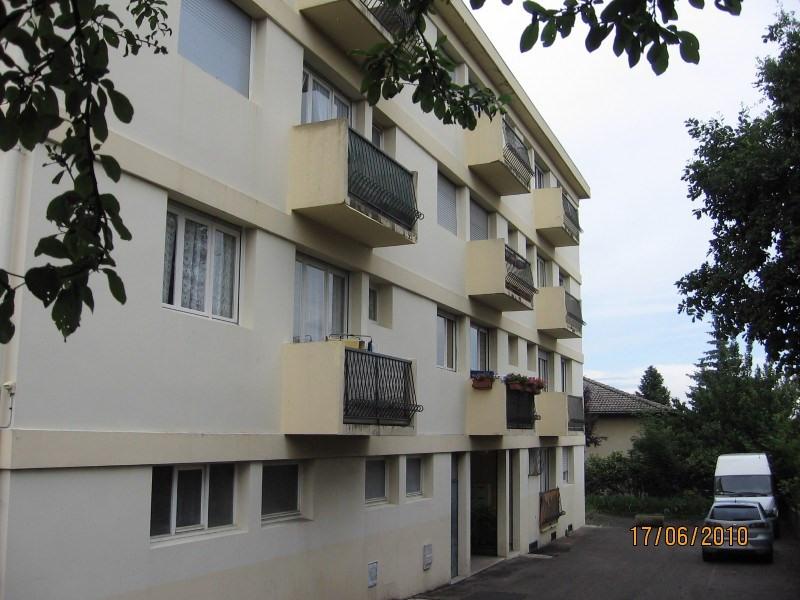 Rental apartment Oullins 561€ CC - Picture 1