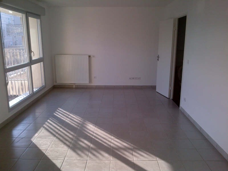 Rental apartment Bron 490€ CC - Picture 1