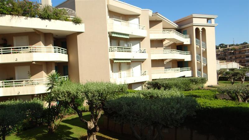 Vacation rental apartment Cavalaire sur mer 900€ - Picture 19