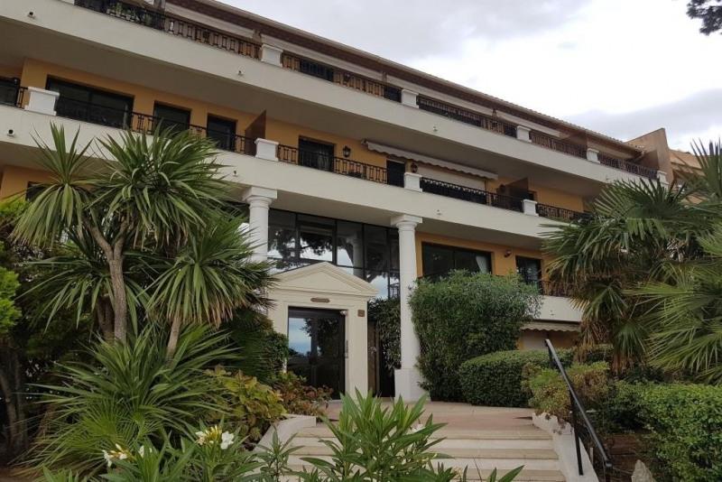 Sale apartment Ste maxime 420000€ - Picture 1