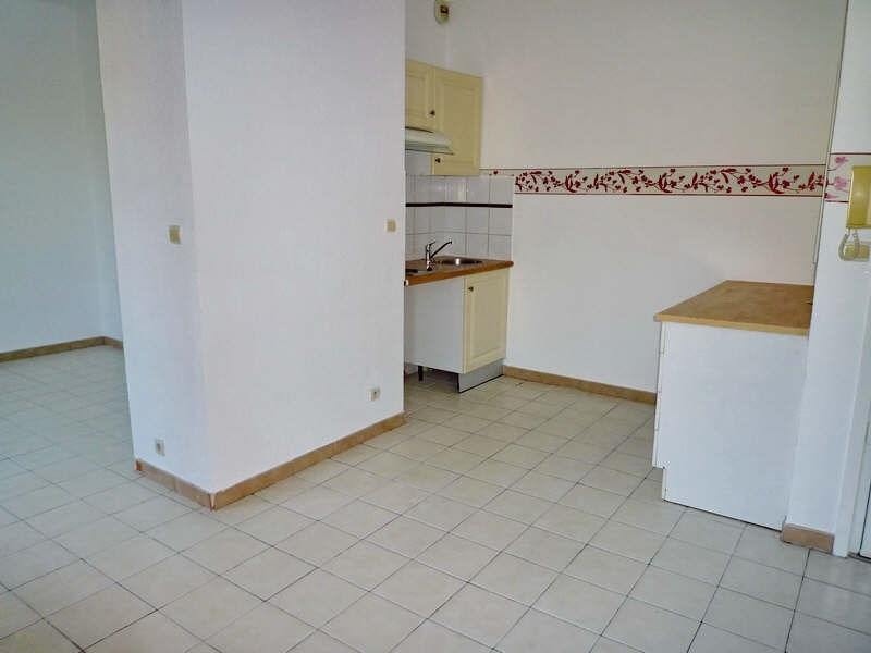Rental apartment Nice 485€+ch - Picture 3
