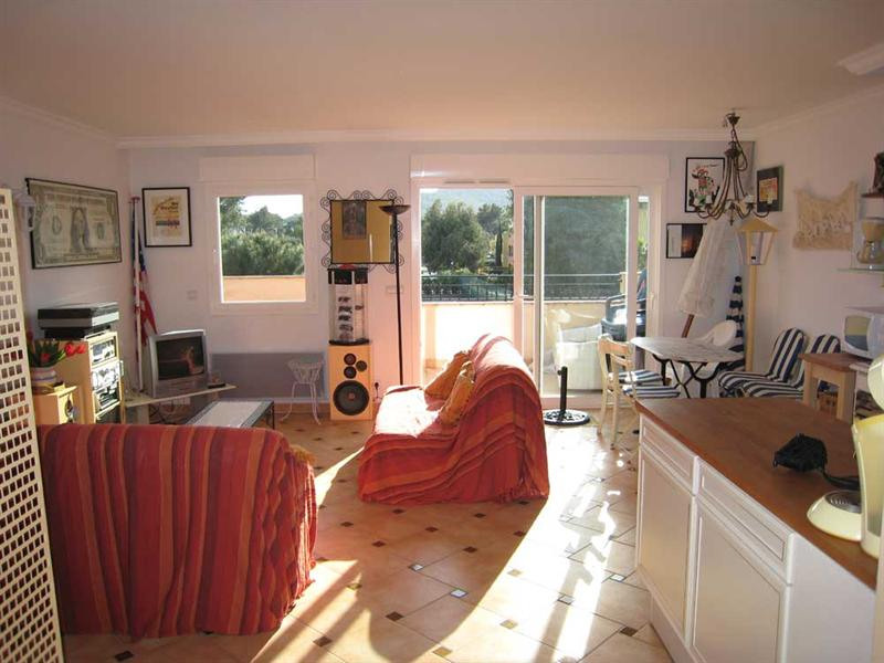 Vacation rental apartment Cavalaire 500€ - Picture 1