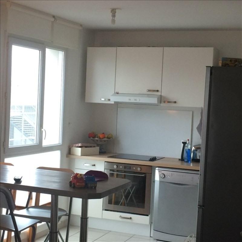 Rental apartment La plaine st denis 955€ CC - Picture 2