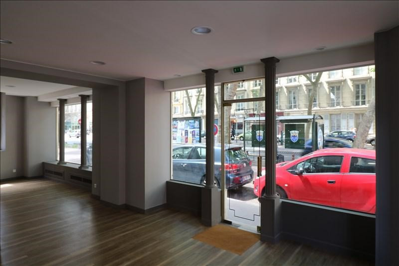 Location local commercial Versailles 1700€ +CH - Photo 1