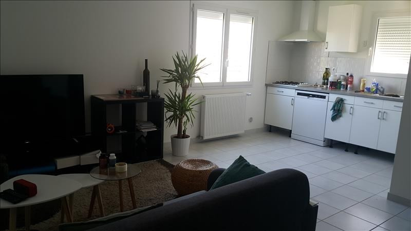 Rental apartment Pont de cheruy 730€ CC - Picture 2