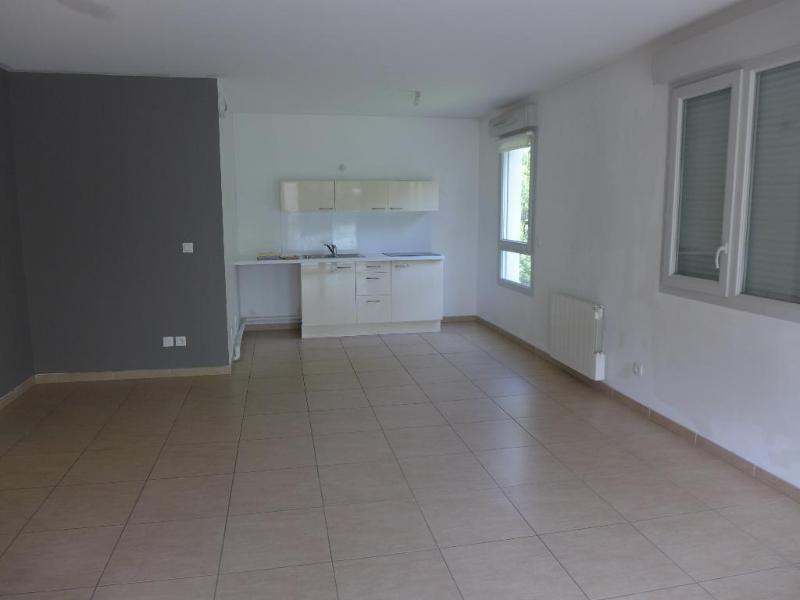 Rental apartment Lyon 8ème 751€ CC - Picture 3