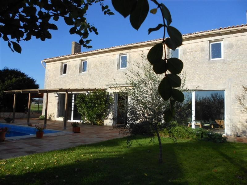 Vente de prestige maison / villa Tonnay charente 762850€ - Photo 1