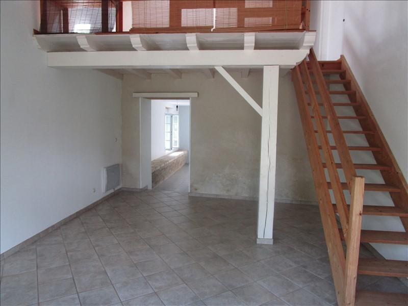Rental house / villa St pierre de juillers 520€ +CH - Picture 3