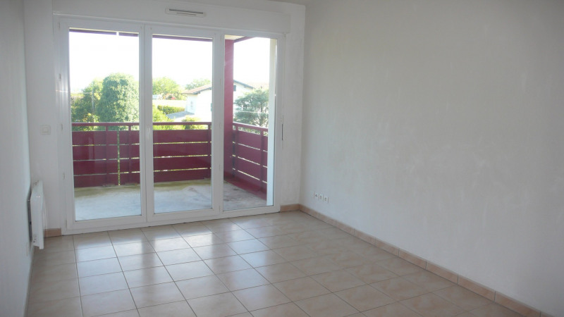 Rental apartment Ahetze 479€ CC - Picture 2