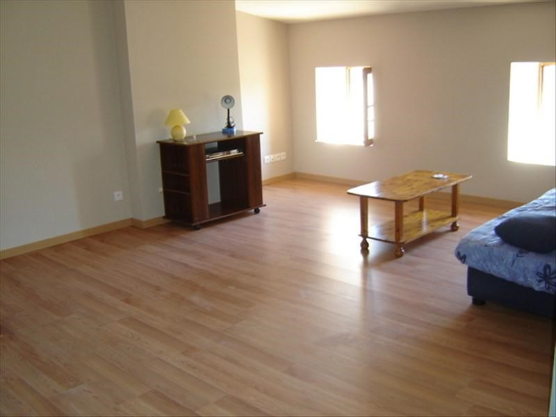 Rental apartment St jean d angely 370€ CC - Picture 1