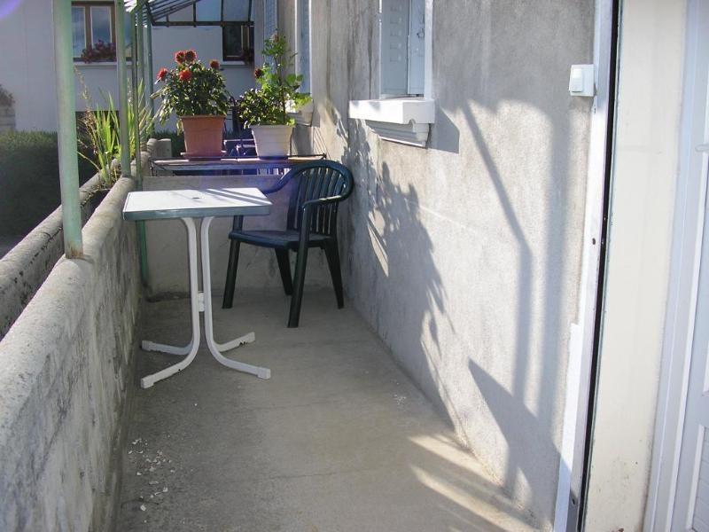 Rental apartment Nurieux 342€ CC - Picture 1
