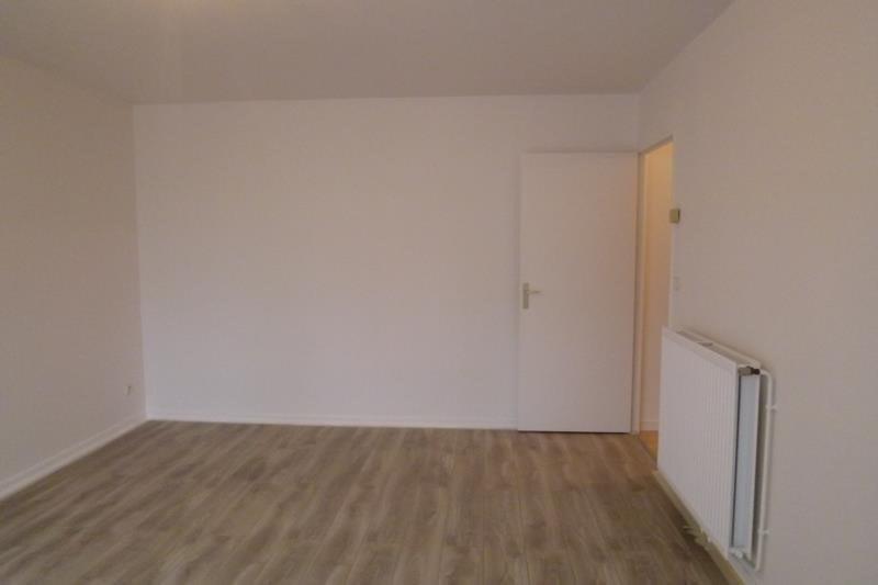 Location appartement Plaisir 600€ CC - Photo 2