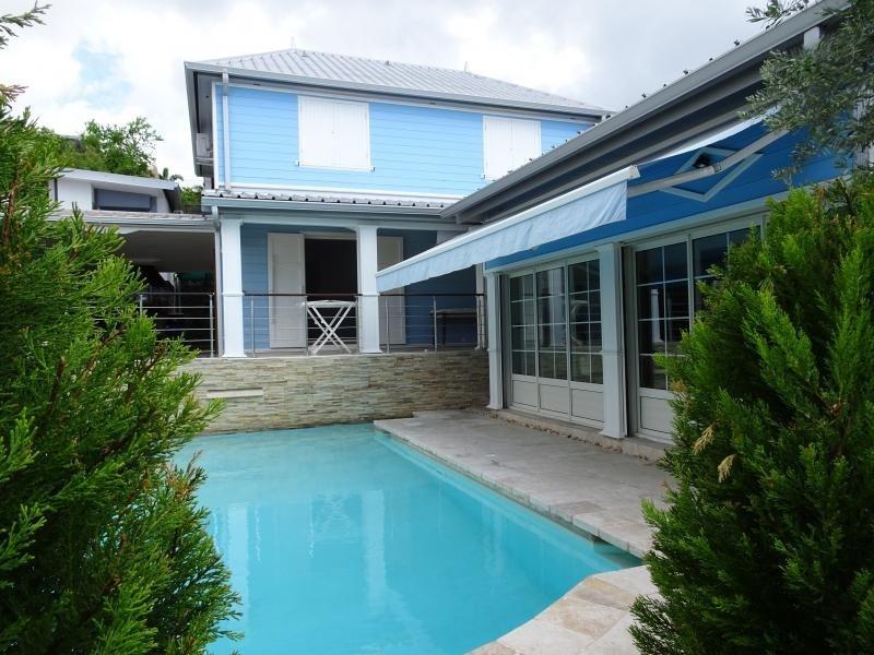 Deluxe sale house / villa La possession 570000€ - Picture 1