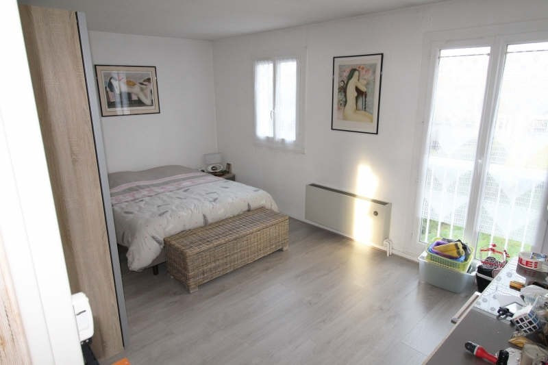 Rental house / villa Le mesnil st denis 1 845€ CC - Picture 5