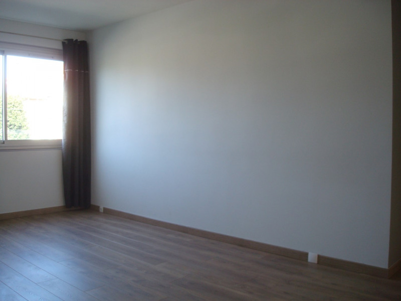 Location appartement La celle-saint-cloud 1 130€ CC - Photo 5