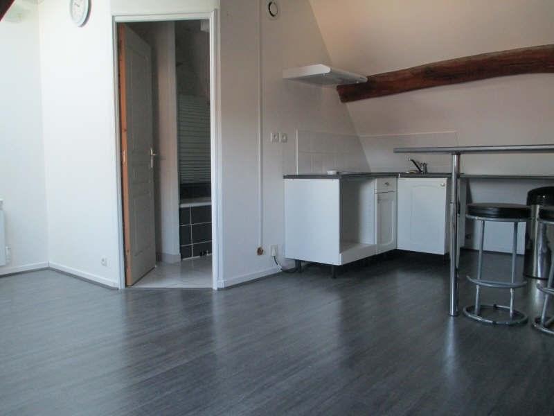 Sale apartment Cires les mello 71000€ - Picture 1