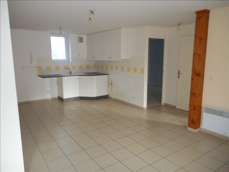 Location appartement La murette 555€ CC - Photo 2