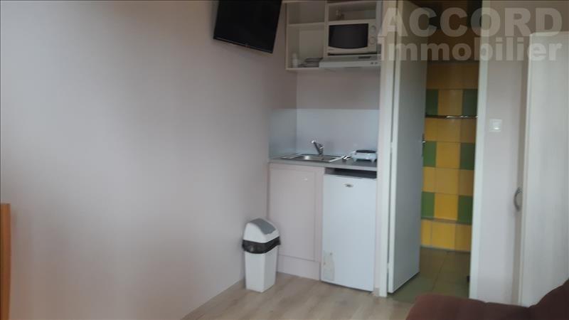 Rental apartment Sainte savine 350€ CC - Picture 1