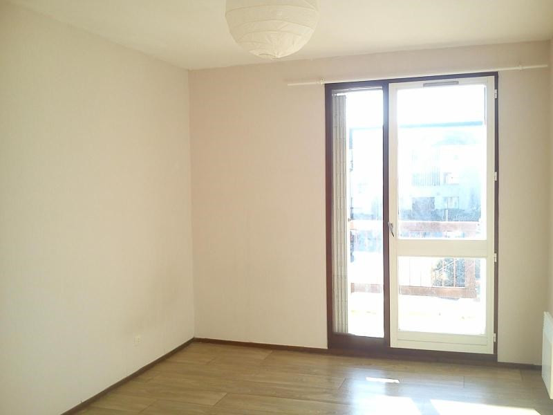 Location appartement Crolles 852€ CC - Photo 3