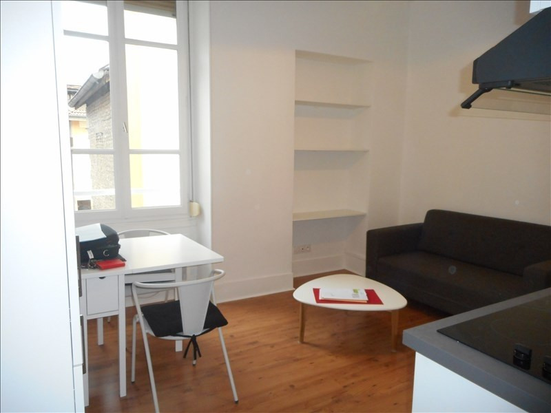 Location appartement Voiron 343€ CC - Photo 2