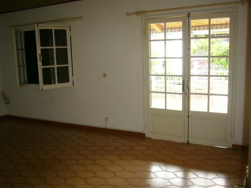 Rental house / villa St gilles les hauts 1055€ CC - Picture 4
