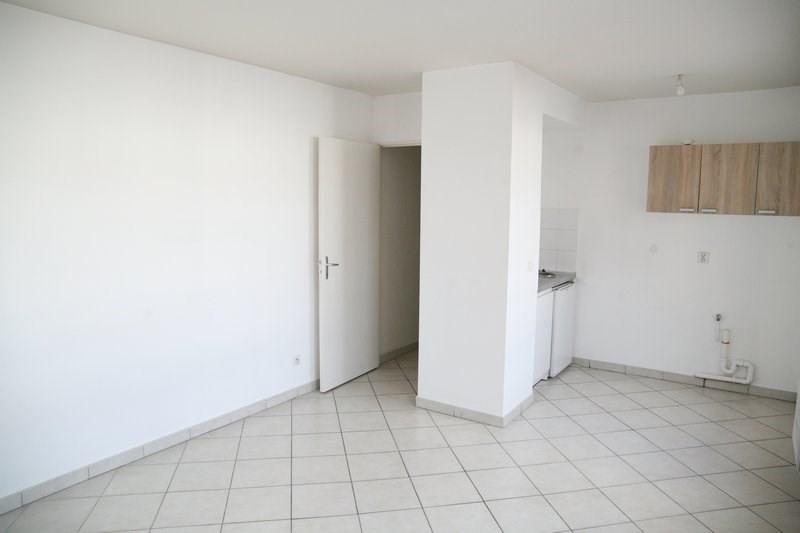 Rental apartment Villeurbanne 466€ CC - Picture 2