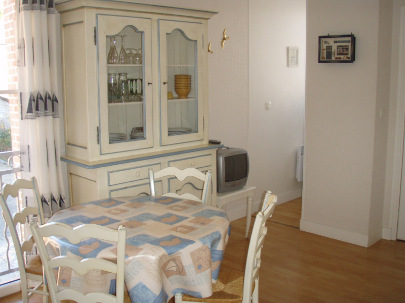 Rental apartment Honfleur 360€ CC - Picture 1