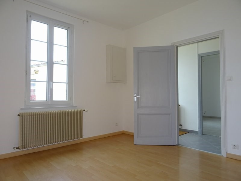 Location maison / villa Targon 700€ +CH - Photo 3