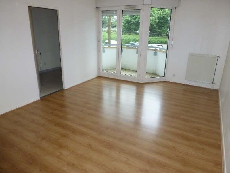 Rental apartment Montigny le bretonneux 753€ CC - Picture 1