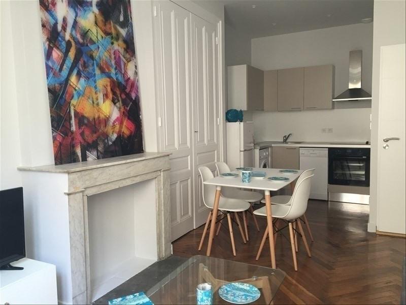 Location appartement Lyon 6ème 845€ CC - Photo 2