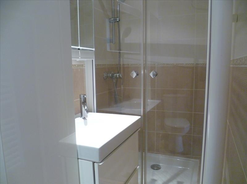 Locação apartamento Paris 18ème 896€ CC - Fotografia 3
