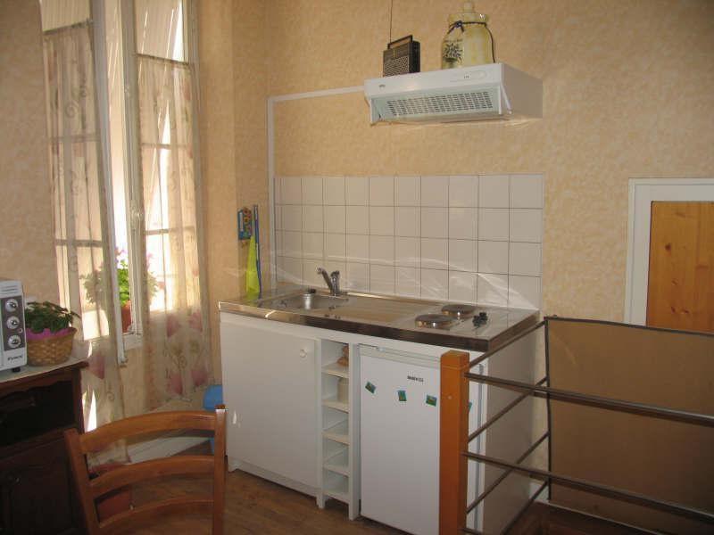 Sale building Montbron 91900€ - Picture 5