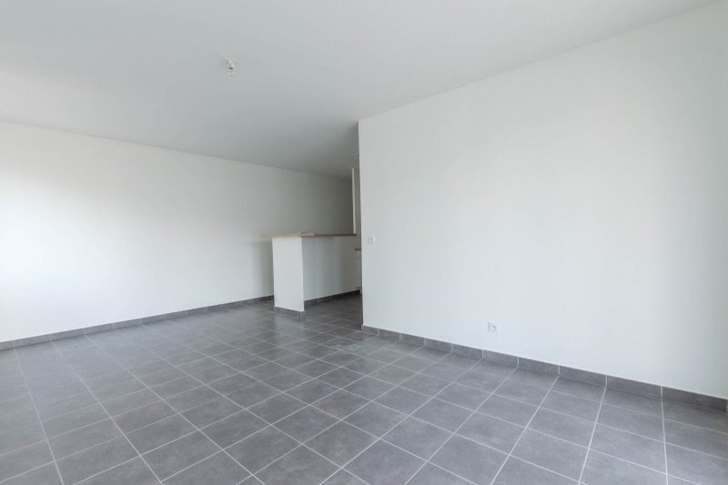 Location appartement Meyzieu 730€ CC - Photo 2