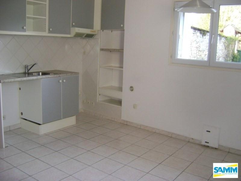 Rental apartment Fontenay le vicomte 590€ CC - Picture 1